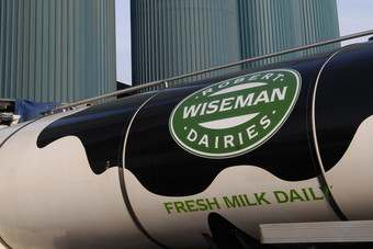 "UK farmers claim ""crisis"" over milk prices"