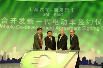 SAIC Motor Corp., Ltd. (SAIC) Chairman Hu Maoyuan and General Motors Co. (GM) Chairman and CEO Dan Akerson signed an agreement in September in Shanghai for the co-development of a new electric vehicle architecture in China