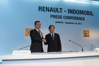 Carlos Ghosn, Chairman and CEO of Renault, and Jusak Kertowidjojo, President Director, PT Indomobil Sukses International, Tbk