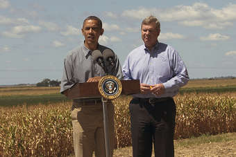 Obama and Vilsack in Iowa to view drought-hit crops. (c. USDA photo by Dave Kosling).