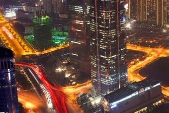 Shanghai is just one huge Chinese city and its roads are never deserted, even at night