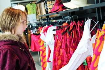 "UK: ""Mini-me"" craze boosts spending on childrens wear"