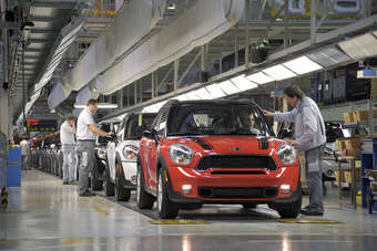 Magna builds the Mini Countryman under contract