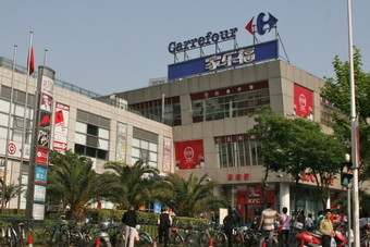 FRANCE: Carrefour Q1 sales down but meet analyst forecasts
