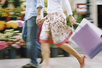 Sunshine and sales lift US retailers in July