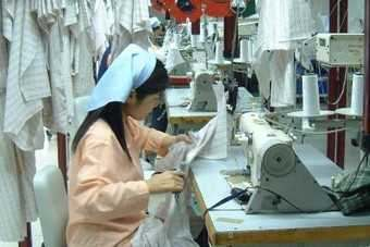 Chinese clothing makers see order losses through 2012