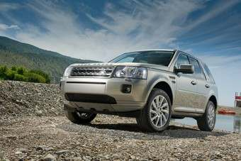 Land Rover recently updated Freelander for 2011. Smaller grille is most obvious change