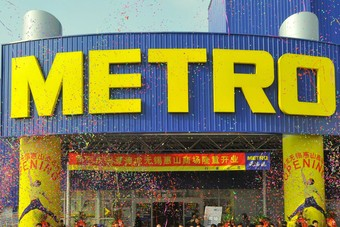 Metro Group has delayed plans to float part of its Russian cash-and-carry business in London