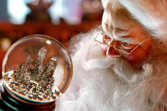 The Santa Clause snow globe imagery appeared in Coca-Colas 2010 Christmas campaign