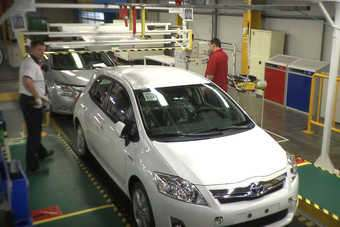 Early Auris Hybrid production at Burnaston. The LHD car is not unusual; the majority of Auris and Avensis output is exported, mostly to Europe