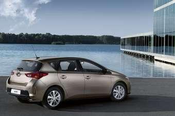 uk: latest auris advances toyota self-park technology   automotive