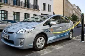 A Prius PHEV demonstrates roadside charging in London