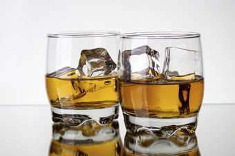 GLOBAL: Scotch whisky FY exports flat as China troubles bite