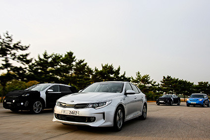 Kia Eco Vehicles (clockwise from centre: New Optima Hybrid, Niro Hybrid - disguised, Optima Plug-In, Hybrid Soul EV)