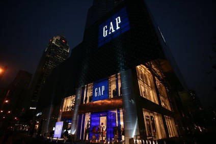 Gaps comparable store sales fell 6% in March