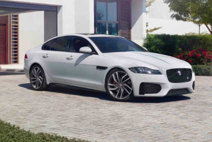 XF looks like a bigger XE, easily identified by glazing in D pillar