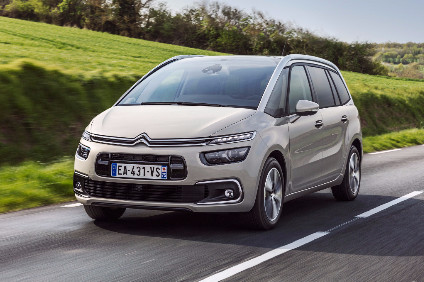 The facelift brings a new front end and a silver coloured roof bar option. The grille, separated into two parts by the body-coloured bumper, has been updated and now has a glossy black registration plate mount and a second air intake