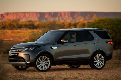 2018 Discovery can be ordered with 300PS Ingenium petrol I4. Land Rover launched the 2018 line by using a TD6 diesel version to pull a 110 ton, seven trailer roadtrain in the Australian outback
