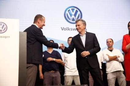 Volkswagen brand CEO, Dr. Herbert Diess, and the President of Argentina, Mauricio Macri, announce the investments at Volkswagens plant in Pacheco, Argentina