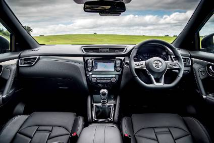 Interior design and technology – Nissan Qashqai ...