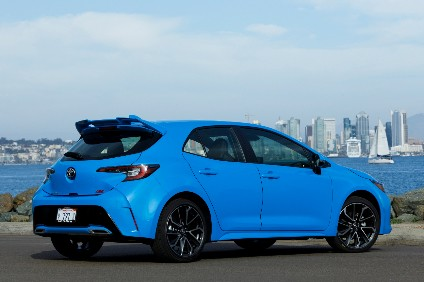 New Blue Flame colour for the US is unlikely to appear in the UK built Auris paint pot. Tailgate is now made from TSOP (Toyota Super Olefin Polymer) and ABS (Acrylonitrile Butadiene Styrene) so is lighter than metal door
