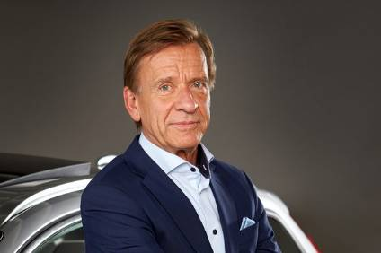 CEO Håkan Samuelsson presents a green spin on Volvos sourcing strategy with the new S60