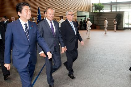 Abe (l), Tusk (c) and Juncker (r) and Tokyo summit