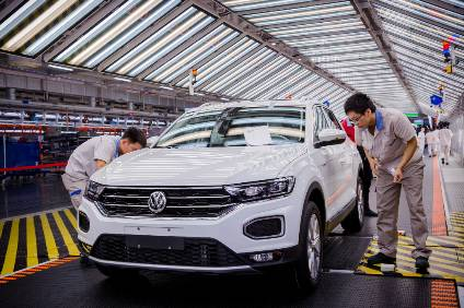 Volkswagen is among OEMs reporting a substantial fall in China sales and reported that the effects of the trade dispute with the USA continue to be severe. The entire economy, VW has said, and therefore also the automobile market are faced by strong reluctance to purchase on the part of customers (pictured: T-Roc on line #2 at Foshan FAW-VW plant)
