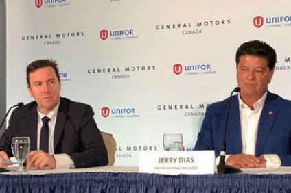 GM Canada chief Hester (left) and Unifor head Dias announce the restructuring deal that saves 300 jobs of about 2,500 at the olant