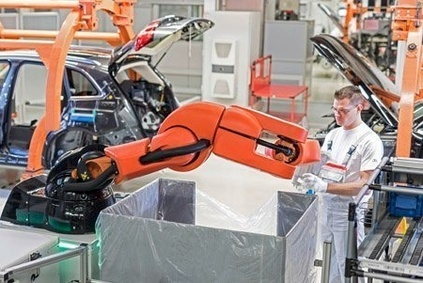 At the Audi plant in Ingolstadt, the PART4you robot works hand-in-hand with people – without any safety barriers.