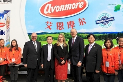 Glanbia MD Talbot (centre), Irish agriculture minister Simon Coveney (right) and MilkMore MD Zheng (far right) mark China launch of Avonmore UHT milk