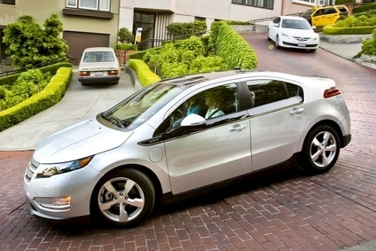 Long-term owner criticised Volt for four-passenger capacity limit and faulty rear suspension, praised powertrain