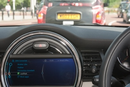 UK: BMW's Mini claims world first for car parking app | Automotive