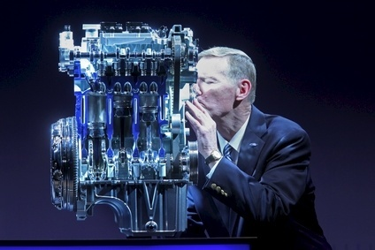 Alan Mulally shows his appreciation to the
