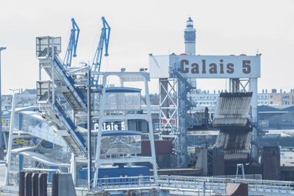 Port of Calais is still seeing huge problems as 7,000 migrants try to reach UK